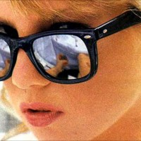 Classic-Girl-With-Sunglasses-Wallpaper