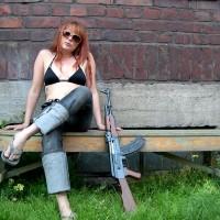 Girl-With-AK-47-Gun-Wallpaper