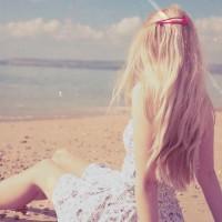 Girl-on-Beach-Wallpaper