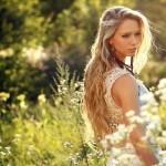 Blonde-Girl-Alone-Wallpaper