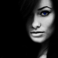 Blue-Eye-Girl-Black-Background-For-Ubuntu