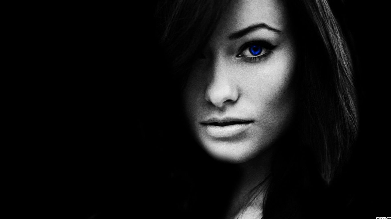 Blue-Eye-Girl-Black-Background-For-Ubuntu - Ubuntu Free Ubuntu Server Wallpaper
