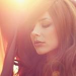 Cute-Girl-In-Sunlight-Wallpaper
